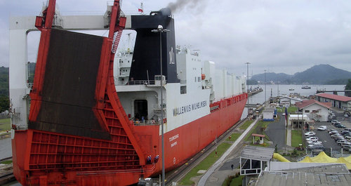 hydro_canal_post_panamax_ship_panama